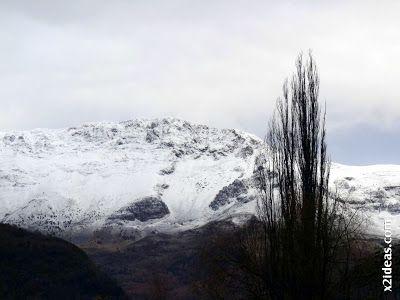 P1410411 - A punto de calzarnos los esquís ...