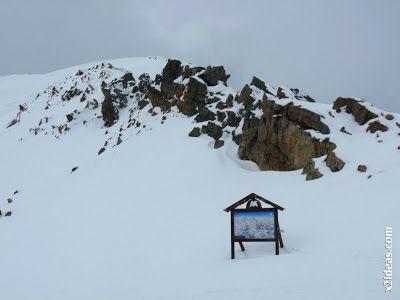 P1450309 - Gallinero después de nevar anoche.