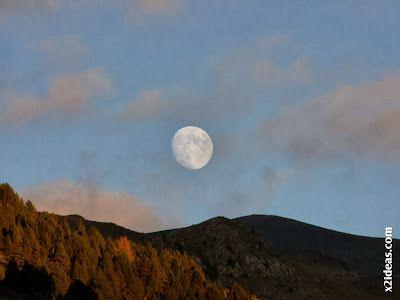 P1490970 - Otoño con luna, Cerler.