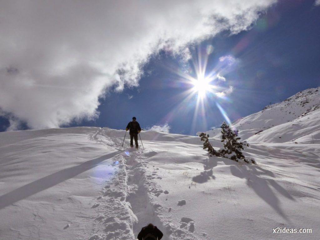 P1040459 1024x768 - Primera cata de nieve, Gallinero pero en raquetas.