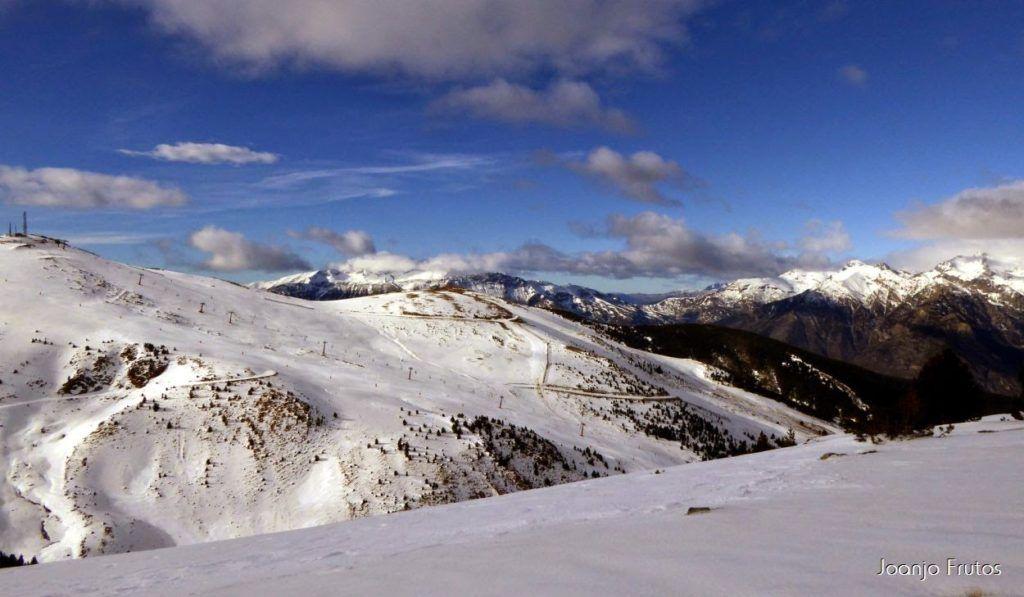 P1050868 1024x597 - Esquiando como en primavera en Cerler.