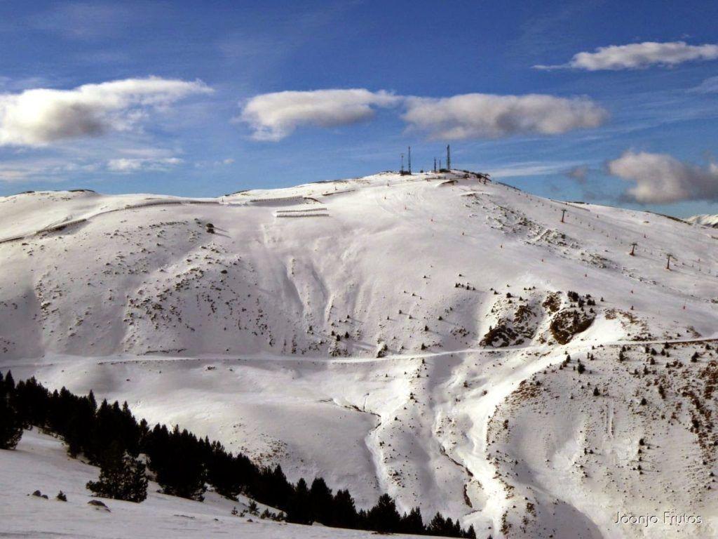 P1050870 1024x768 - Esquiando como en primavera en Cerler.