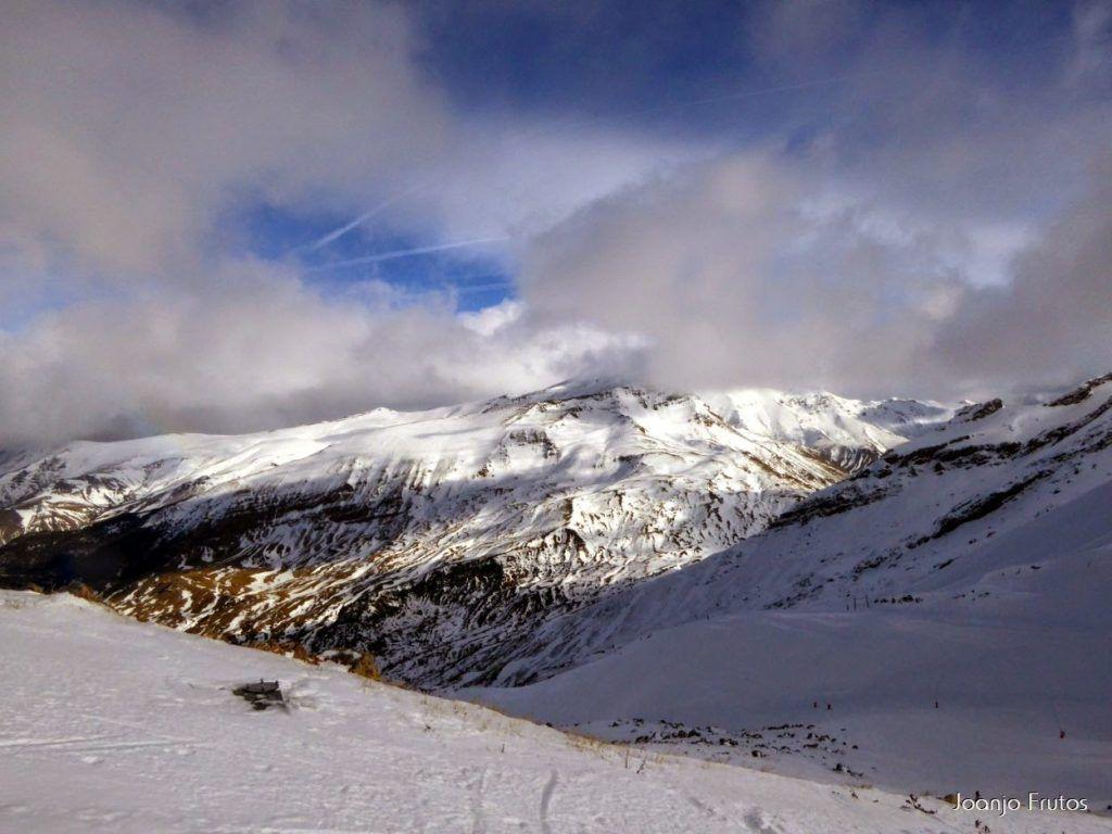 P1050877 1024x768 - Esquiando como en primavera en Cerler.