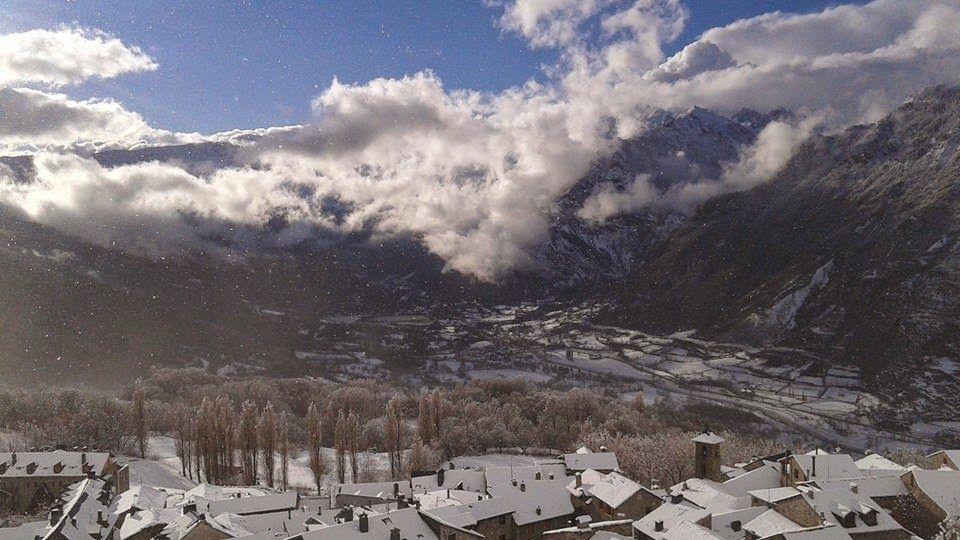 10629877 10204590186267095 1060934687207098139 n - Y llegó la nevada... Cerler, Valle de Benasque