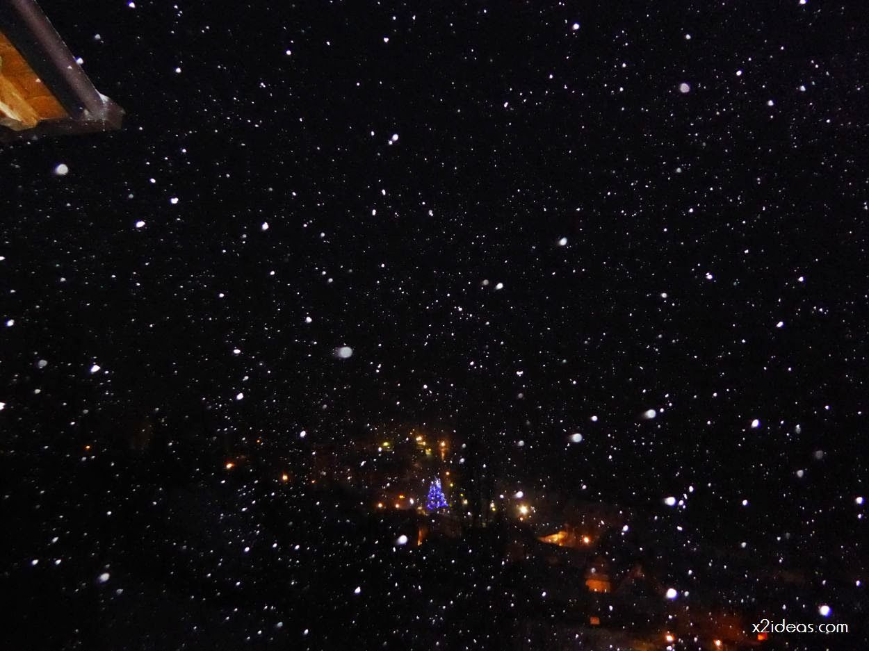 P1060265 - Tanto asustar y de momento ligera nevada en Cerler.