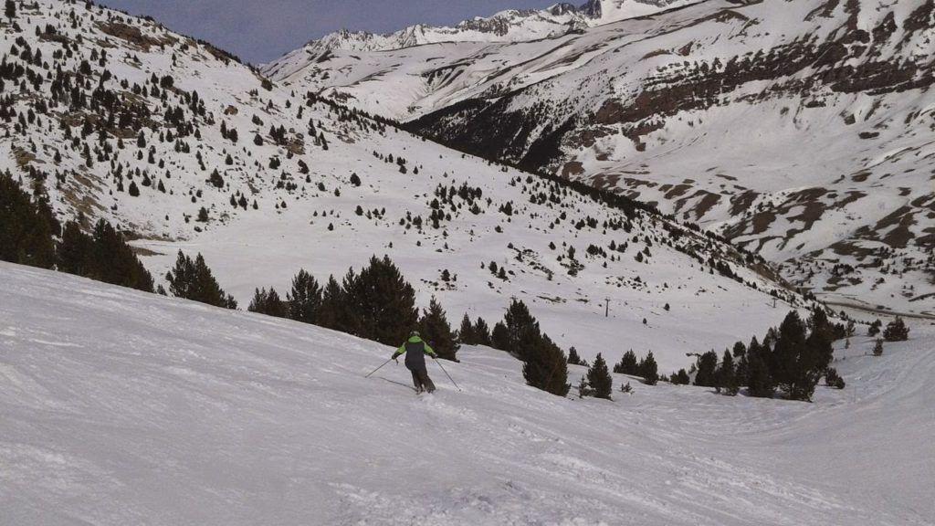 11044978 10204947430597980 5690203783209425490 o 1024x576 - Esquí de primavera en Cerler