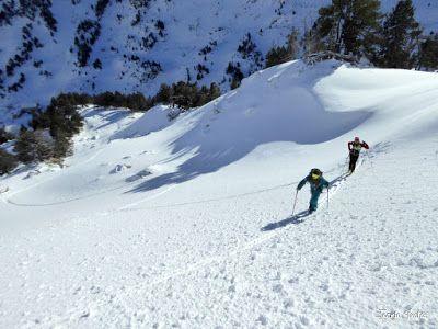 P1180549 - Salida de amigos por La Renclusa. Buena nieve.