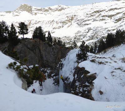 Panorama4 - La Renclusa on the Rocks. Valle de Benasque.