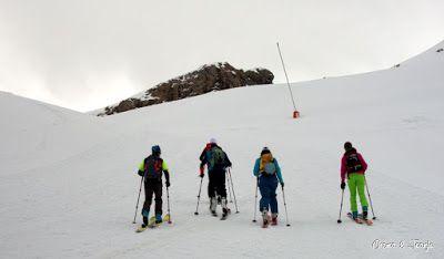 DSC3160.ARW  - Primera esquiada de Mayo en Cerler.