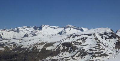 Panorama3 - Primera esquiada de Mayo en Cerler.