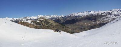 Panorama5 - Primera esquiada de Mayo en Cerler.