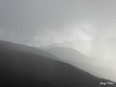 P1260821 - Tormenta y nieve ... junio en el Valle de Benasque.