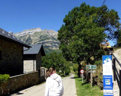 P1270388 - En la tirolina del Valle de Tena. Pirineo de Huesca.