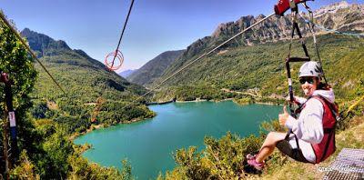 Tirolina 001 fhdr - En la tirolina del Valle de Tena. Pirineo de Huesca.