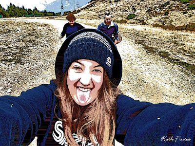 P1300012 fhdr - Buscando setas en familia por Cerler, Valle de Benasque.