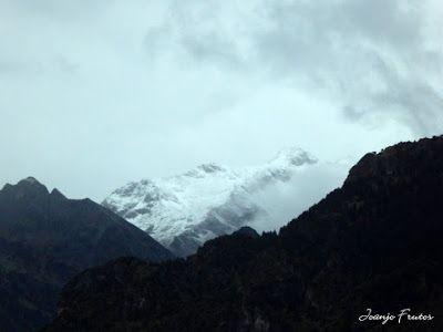 P1300083 - Nieve, otoño, esto está cerca, Cerler (Valle de Benasque)