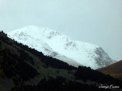 P1300084 - Nieve, otoño, esto está cerca, Cerler (Valle de Benasque)