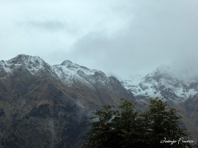 P1300087 - Nieve, otoño, esto está cerca, Cerler (Valle de Benasque)