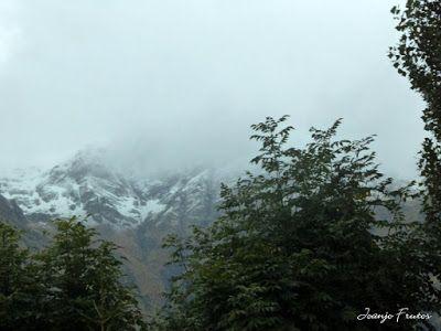 P1300088 - Nieve, otoño, esto está cerca, Cerler (Valle de Benasque)
