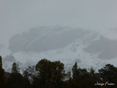 P1300092 - Nieve, otoño, esto está cerca, Cerler (Valle de Benasque)