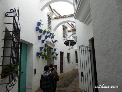 P1310184 - Pueblo Español de Barcelona se tiñó de blanco.
