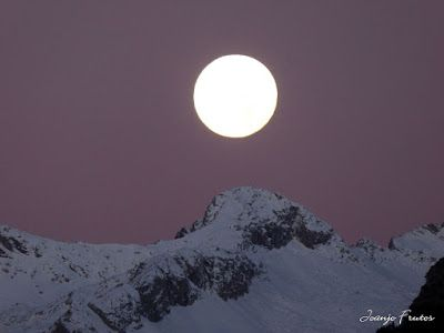 P1310284 - Jugando con la Luna, Valle de Benasque