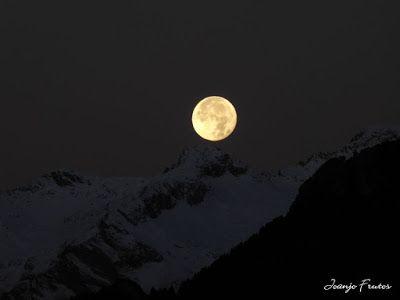 P1310290 - Jugando con la Luna, Valle de Benasque