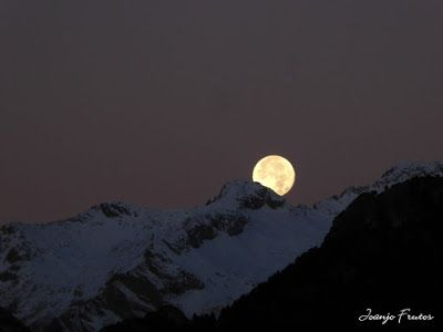 P1310299 - Jugando con la Luna, Valle de Benasque