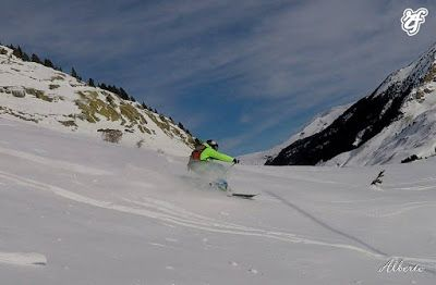 GOPR1117 002 - Volando con Esquí Club Cerler Aneto.