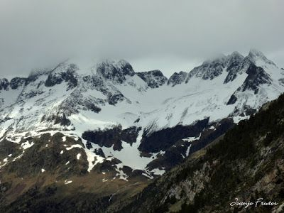 P1040230 - Mayo y vuelve la nieve al Valle de Benasque.