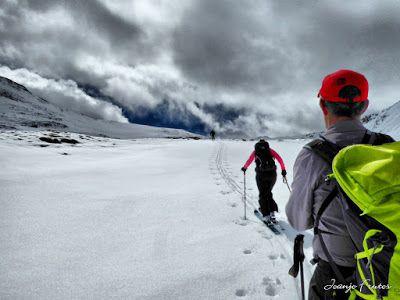 P1040286 fhdr 001 - Nos ha nevado en el pico de Castanesa, Valle de Benasque.