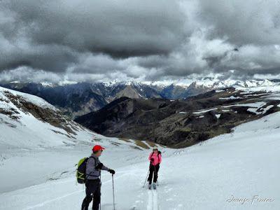 P1040293 fhdr - Nos ha nevado en el pico de Castanesa, Valle de Benasque.