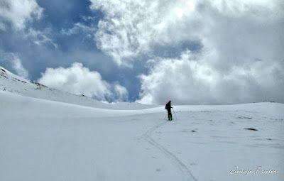 P1040296 fhdr 001 - Nos ha nevado en el pico de Castanesa, Valle de Benasque.