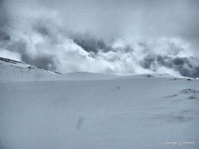 P1040297 fhdr - Nos ha nevado en el pico de Castanesa, Valle de Benasque.