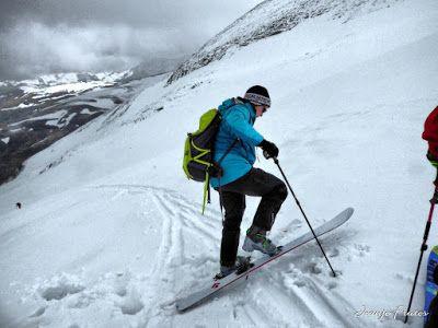 P1040298 fhdr - Nos ha nevado en el pico de Castanesa, Valle de Benasque.