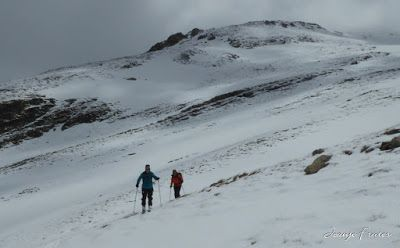 P1040357 - Nos ha nevado en el pico de Castanesa, Valle de Benasque.