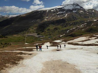 P1040532 - Otro Gallinero más con ligera nevada arriba, Cerler.