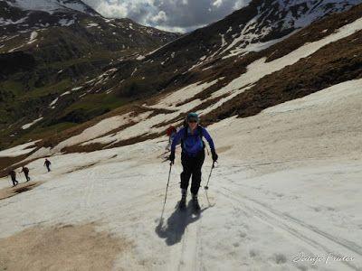 P1040533 - Otro Gallinero más con ligera nevada arriba, Cerler.