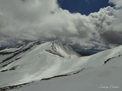 P1040538 - Otro Gallinero más con ligera nevada arriba, Cerler.