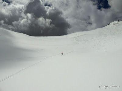 P1040543 - Otro Gallinero más con ligera nevada arriba, Cerler.