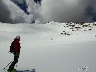 P1040545 - Otro Gallinero más con ligera nevada arriba, Cerler.