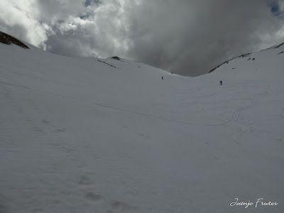 P1040553 - Otro Gallinero más con ligera nevada arriba, Cerler.