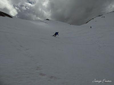 P1040559 - Otro Gallinero más con ligera nevada arriba, Cerler.