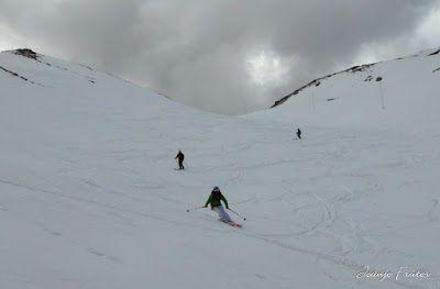 P1040572 - Otro Gallinero más con ligera nevada arriba, Cerler.