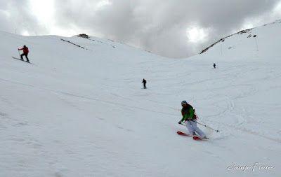 P1040573 - Otro Gallinero más con ligera nevada arriba, Cerler.