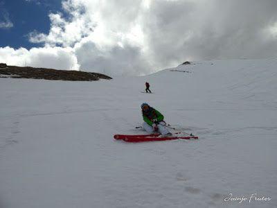 P1040575 - Otro Gallinero más con ligera nevada arriba, Cerler.