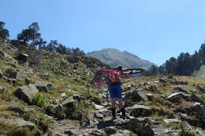 """P1070344 - Aigualluts, más postureo que """"ciclar"""" ... Valle de Benasque."""