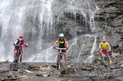 P1070914 - Las Tres Cascadas de Ardonés en pedales cerca de Cerler.