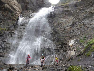 P1070916 - Las Tres Cascadas de Ardonés en pedales cerca de Cerler.