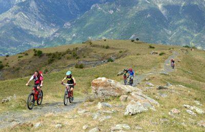 Panorama2 2 - Las Tres Cascadas de Ardonés en pedales cerca de Cerler.